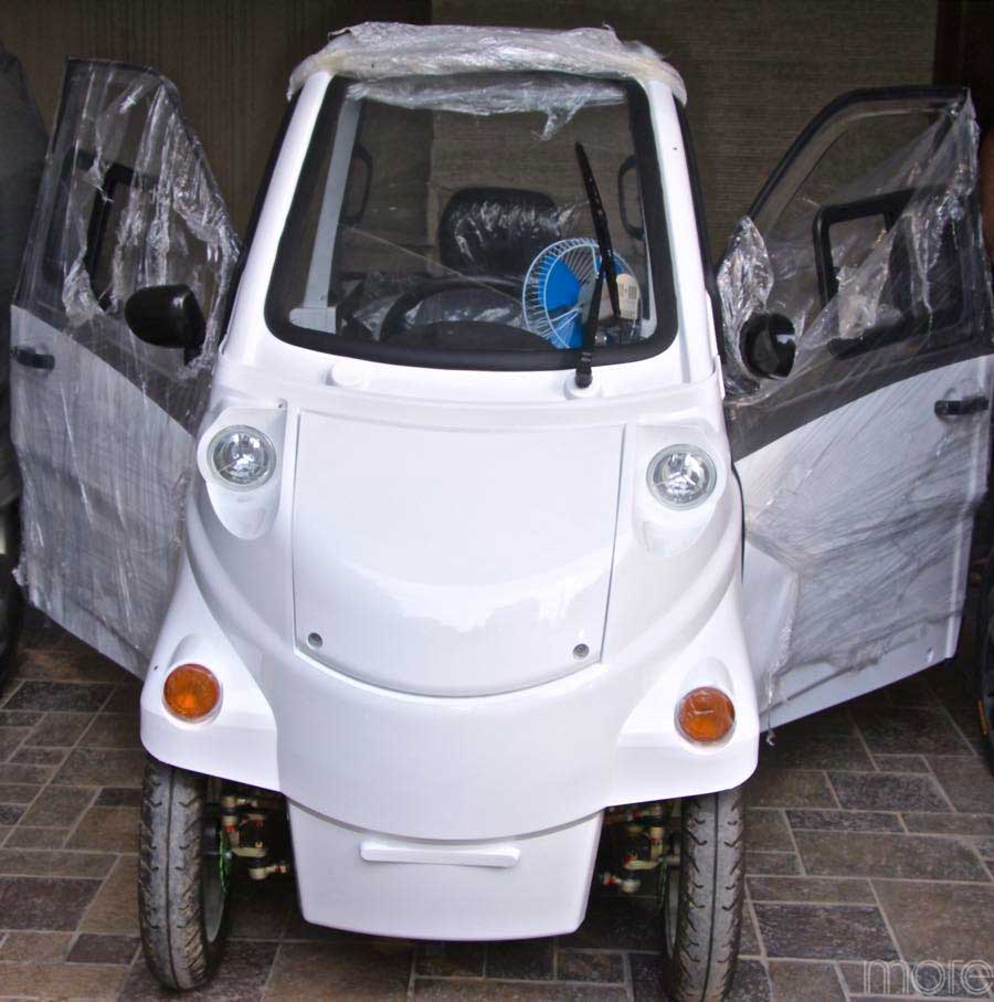 NK smart car front white